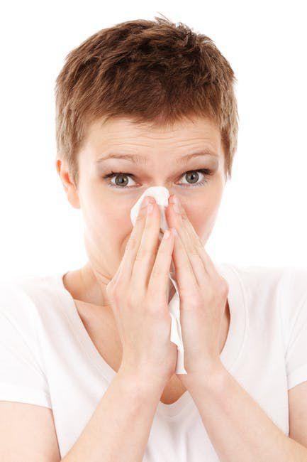Deswegen solltest du bei einer Erkältung auf Schmerzmittel verzichten